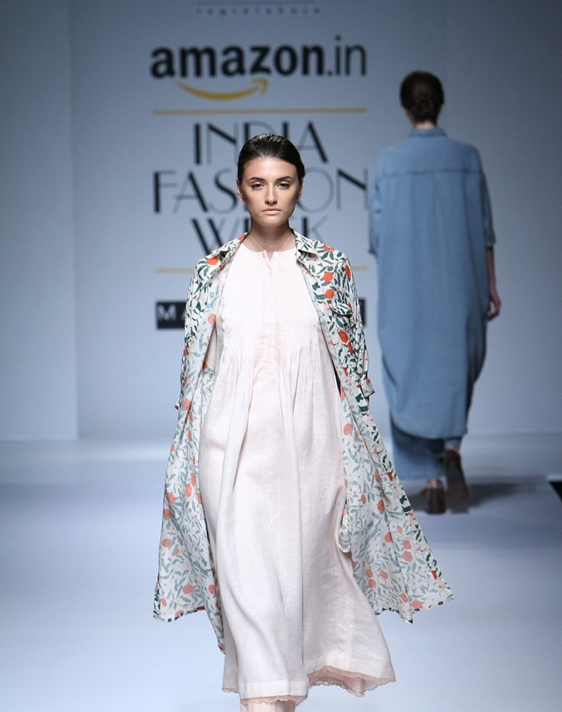 Ikai-by-Ragini-Ahuja-summer-2016-2017-at-Amazon-India-Fashion-Week (2)