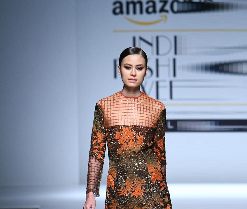 Kartikeya-summer-2016-2017-at-Amazon-India-Fashion-Week (2)