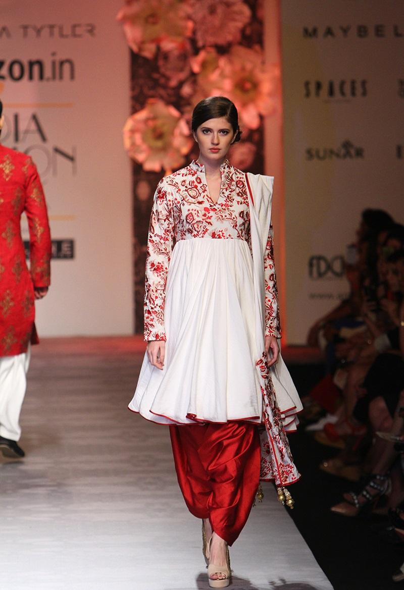 Siddartha-Tytler-summer-2016-2017-at-Amazon-India-Fashion-Week (1)