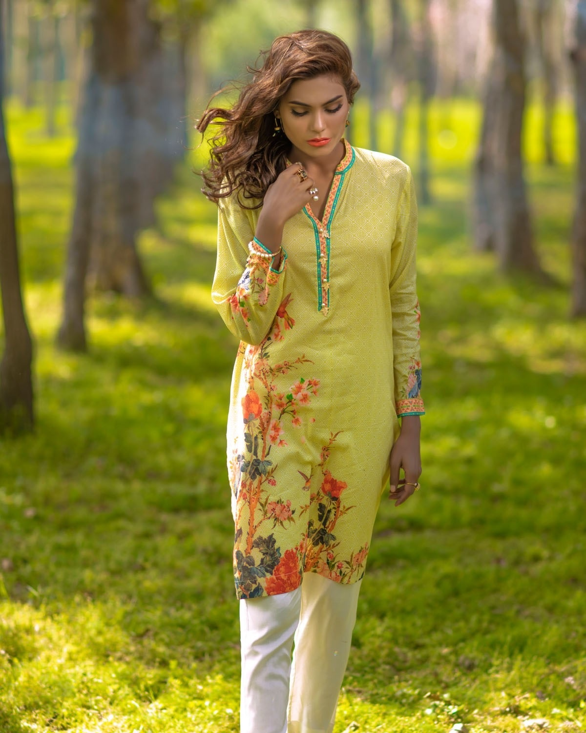 Alkaram-Studio-Lawn-Summer-2016-2017-Catalog (2)