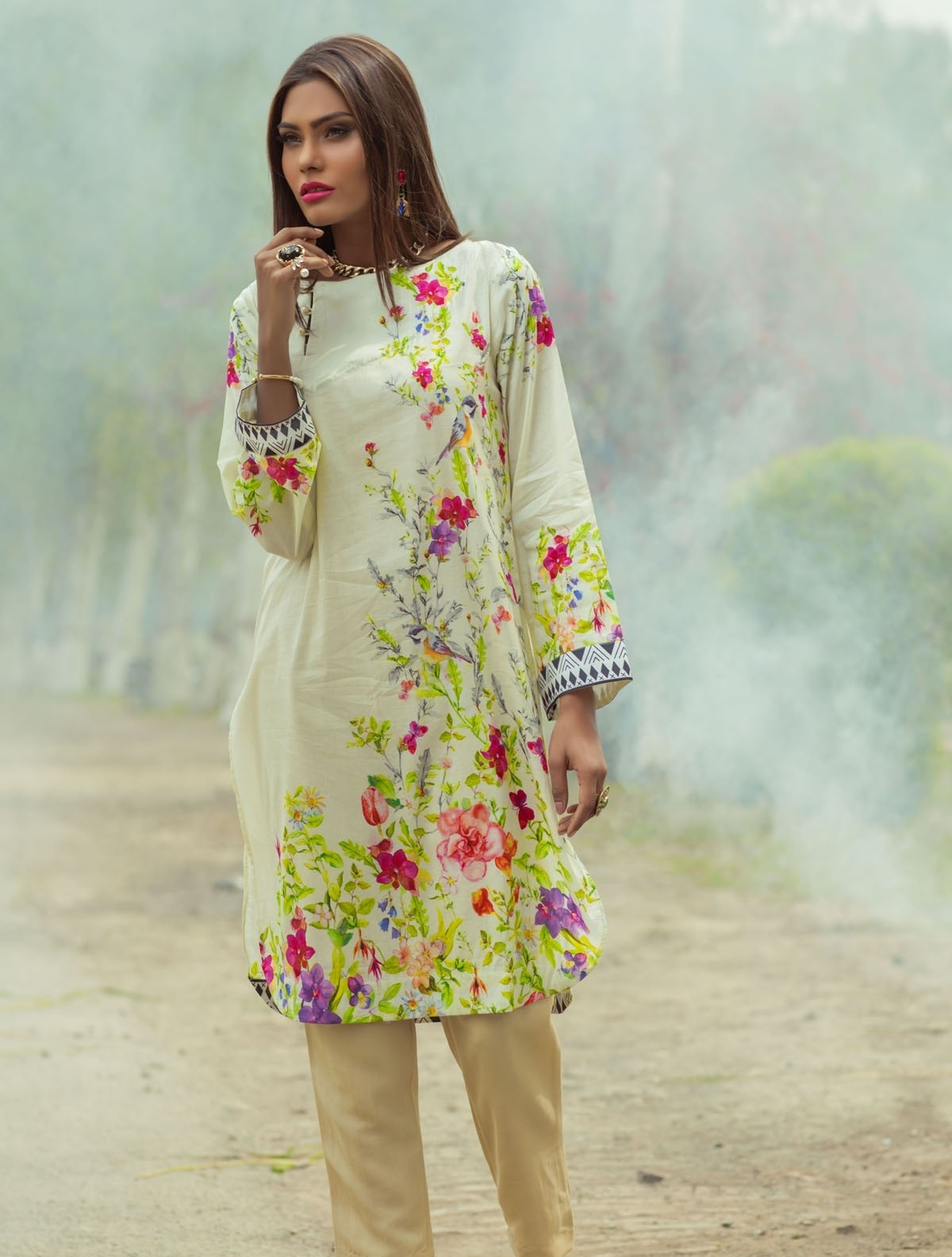 Alkaram-Studio-Lawn-Summer-2016-2017-Catalog (3)