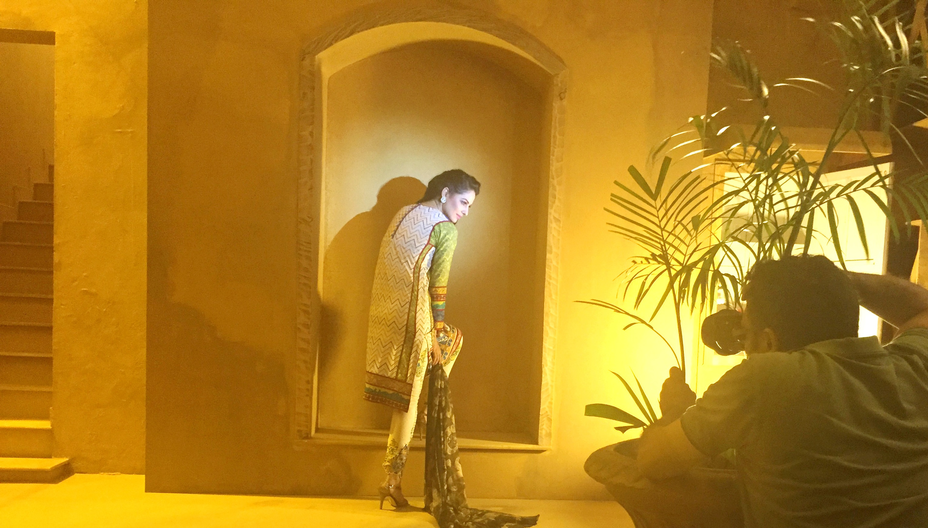 Asim-Jofa-Summer-Collection-2016-2017-BTS-Shoot (5)