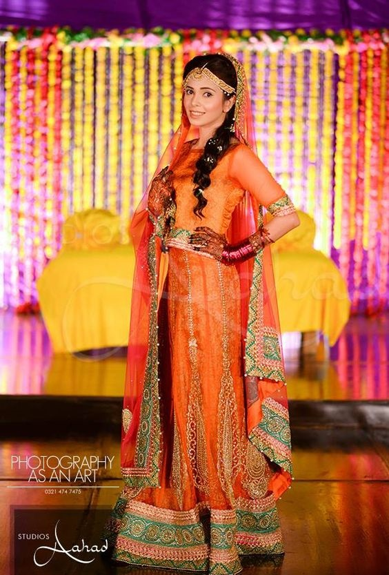 Wedding-Ghagra-Choli-Designs-for-Mehndi-Functions (11)