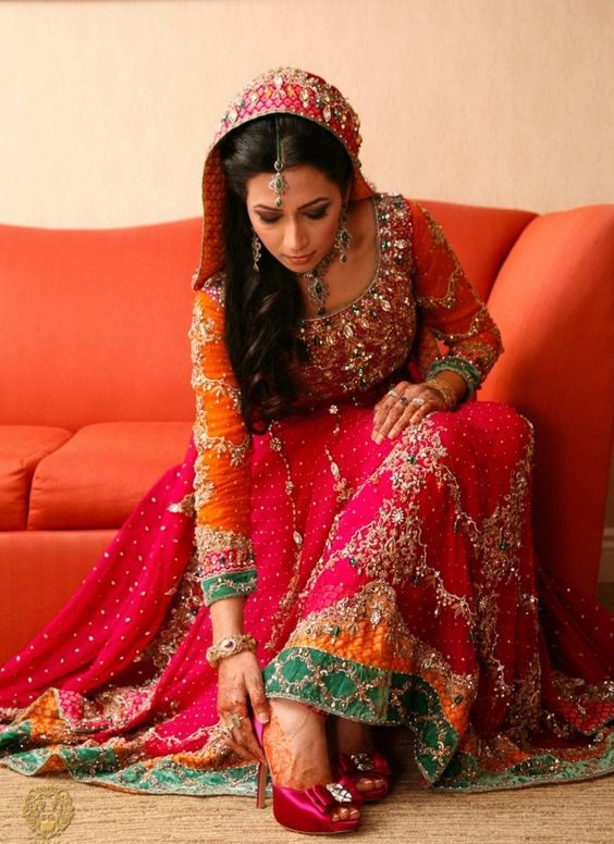 Wedding-Ghagra-Choli-Designs-for-Mehndi-Functions (13)