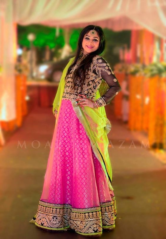 Wedding-Ghagra-Choli-Designs-for-Mehndi-Functions (21)