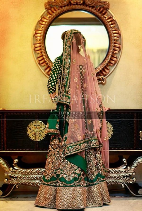 Wedding-Ghagra-Choli-Designs-for-Mehndi-Functions (22)