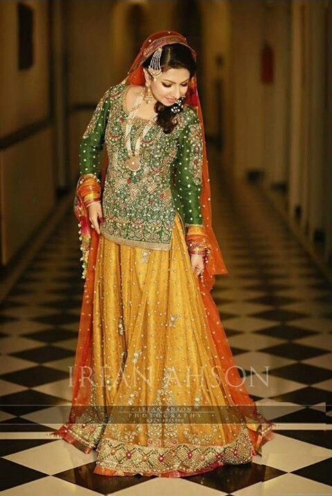 Wedding-Ghagra-Choli-Designs-for-Mehndi-Functions (24)
