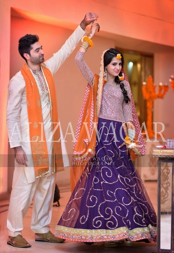 Wedding-Ghagra-Choli-Designs-for-Mehndi-Functions (29)