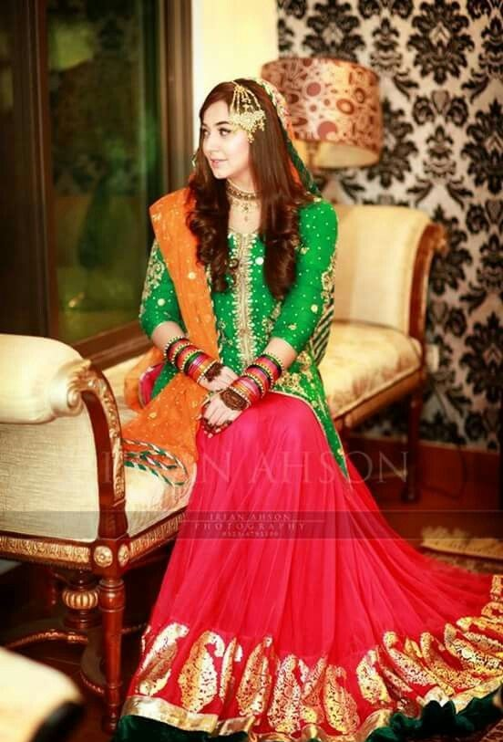 Wedding-Ghagra-Choli-Designs-for-Mehndi-Functions (9)