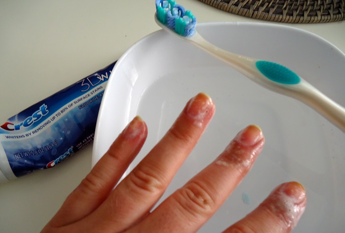 toothpaste on yellow nails