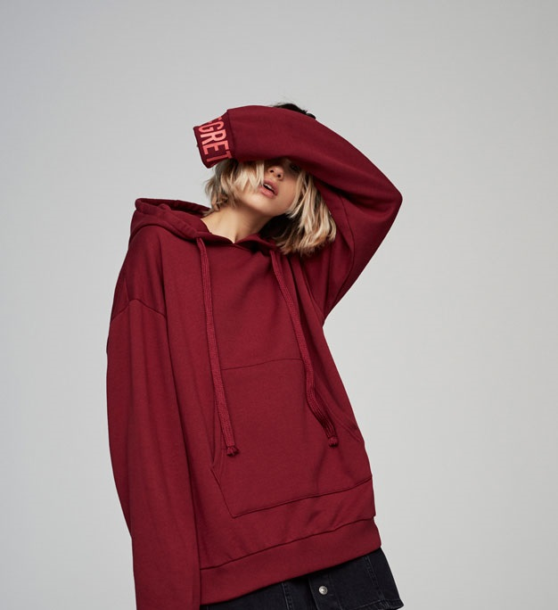 maroon hooded sweatshirt for winters