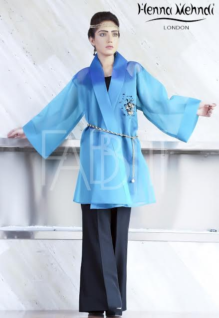 Blue Chain Belt Outfit with Embroidered Motif on the chest