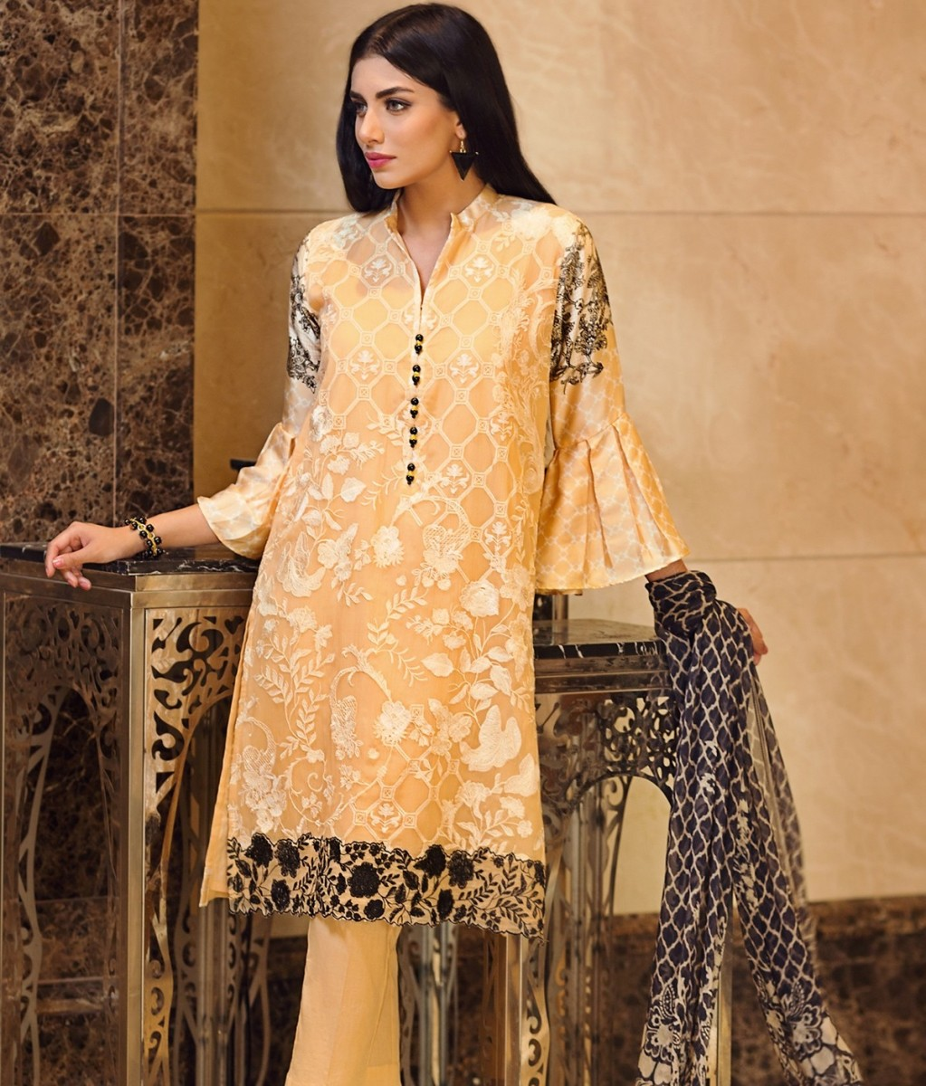 Embroidered formal chiffon Eid dress by Khaadi