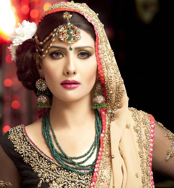Bridal Kundan Jewels in green color