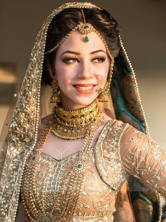 Pretty Gold jewelry designs for brides