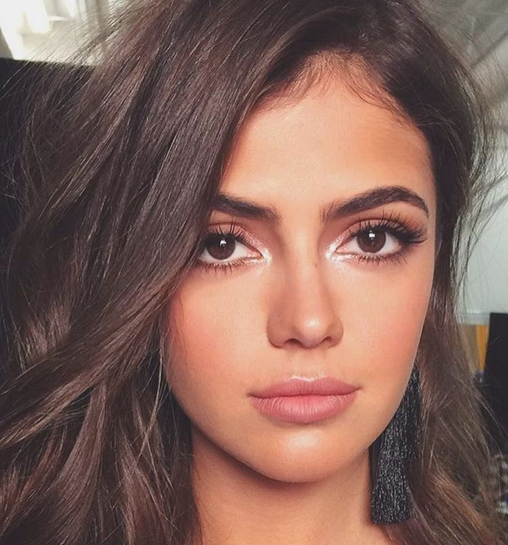 Makeup style for brown eyes