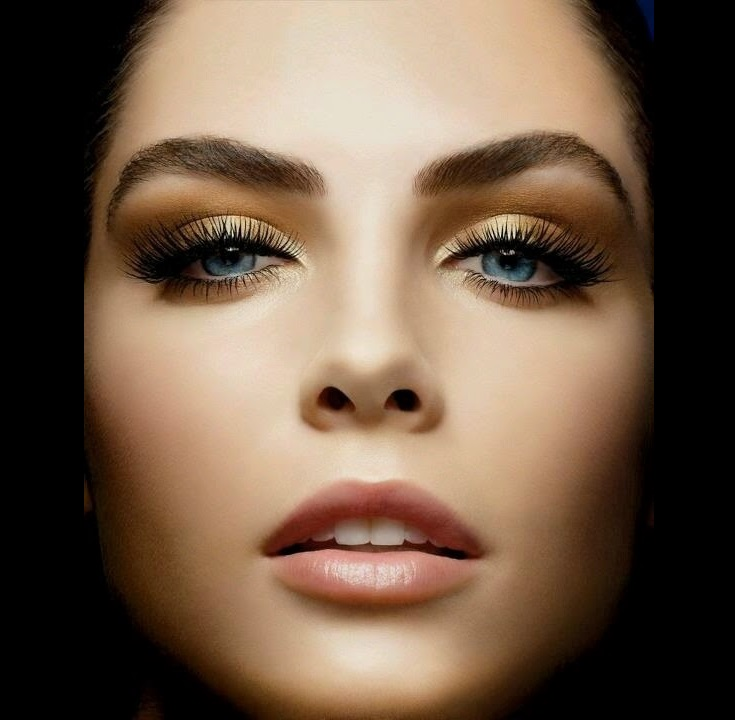 Makeup look for blue eyes
