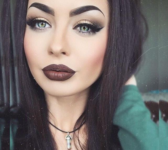 Green eyes makeup look for women