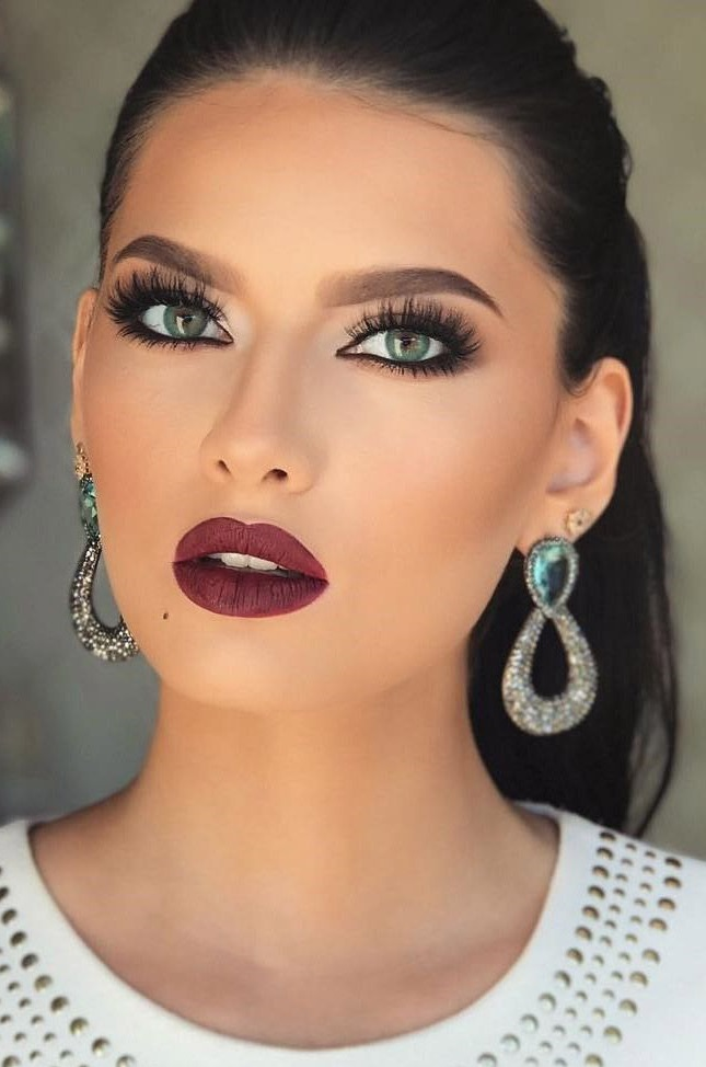 Makeup style for green eyes