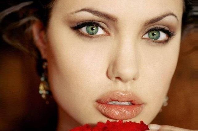 Angelina Jolie's beautiful green eyes in makeup