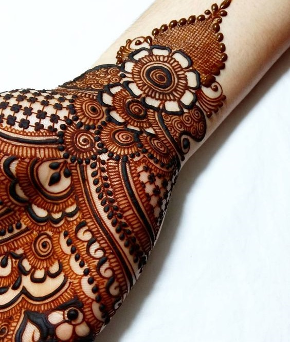 Beautiful mehndi bail with shaded patterns
