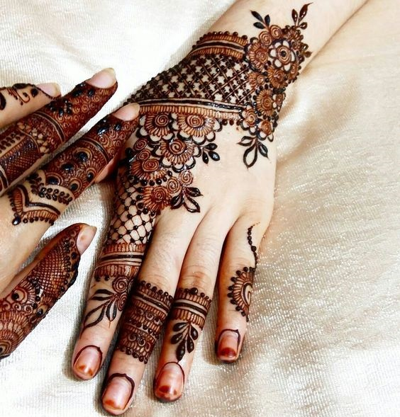Formal designs of shaded mehndi (4)