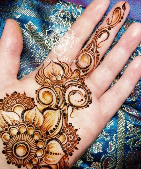 Shaded mehndi designs with motifs (3)