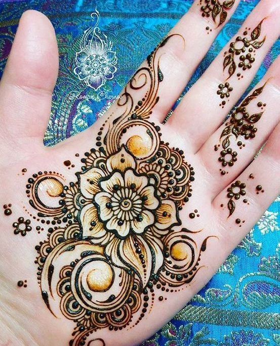 Shaded mehndi designs with motifs (5)