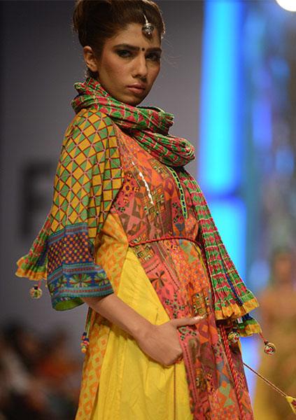 Kayseria-Magic-in-Print-Fashion-Pakistan-Week-2014-@stylesglamour-com (1)