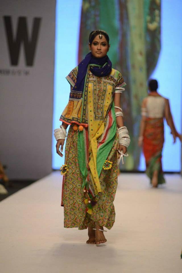 Kayseria-Magic-in-Print-Fashion-Pakistan-Week-2014-@stylesglamour-com (13)
