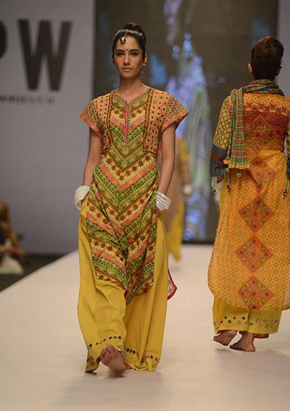 Kayseria-Magic-in-Print-Fashion-Pakistan-Week-2014-@stylesglamour-com (2)
