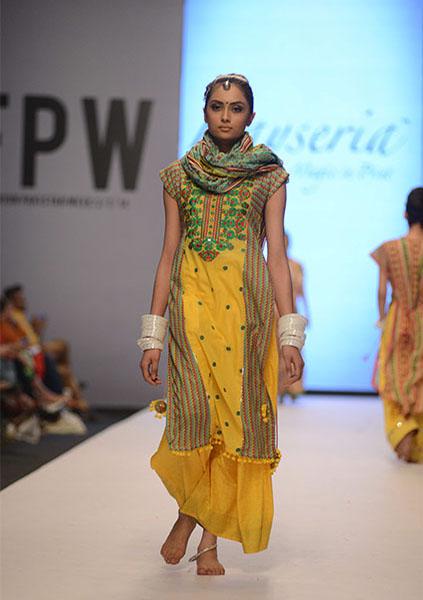 Kayseria-Magic-in-Print-Fashion-Pakistan-Week-2014-@stylesglamour-com (4)