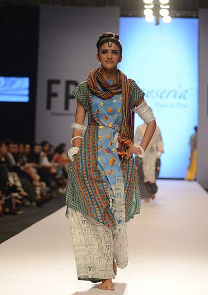 Kayseria-Magic-in-Print-Fashion-Pakistan-Week-2014-@stylesglamour-com (5)
