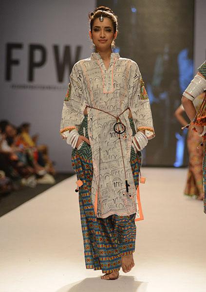 Kayseria-Magic-in-Print-Fashion-Pakistan-Week-2014-@stylesglamour-com (6)