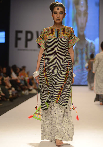 Kayseria-Magic-in-Print-Fashion-Pakistan-Week-2014-@stylesglamour-com (7)