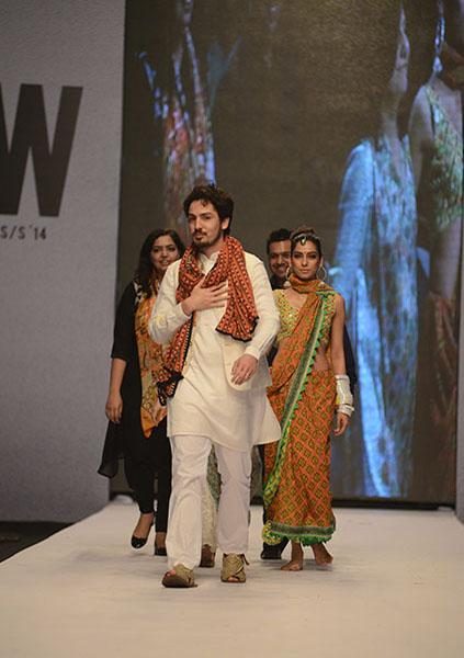 Kayseria-Magic-in-Print-Fashion-Pakistan-Week-2014-@stylesglamour-com (8)