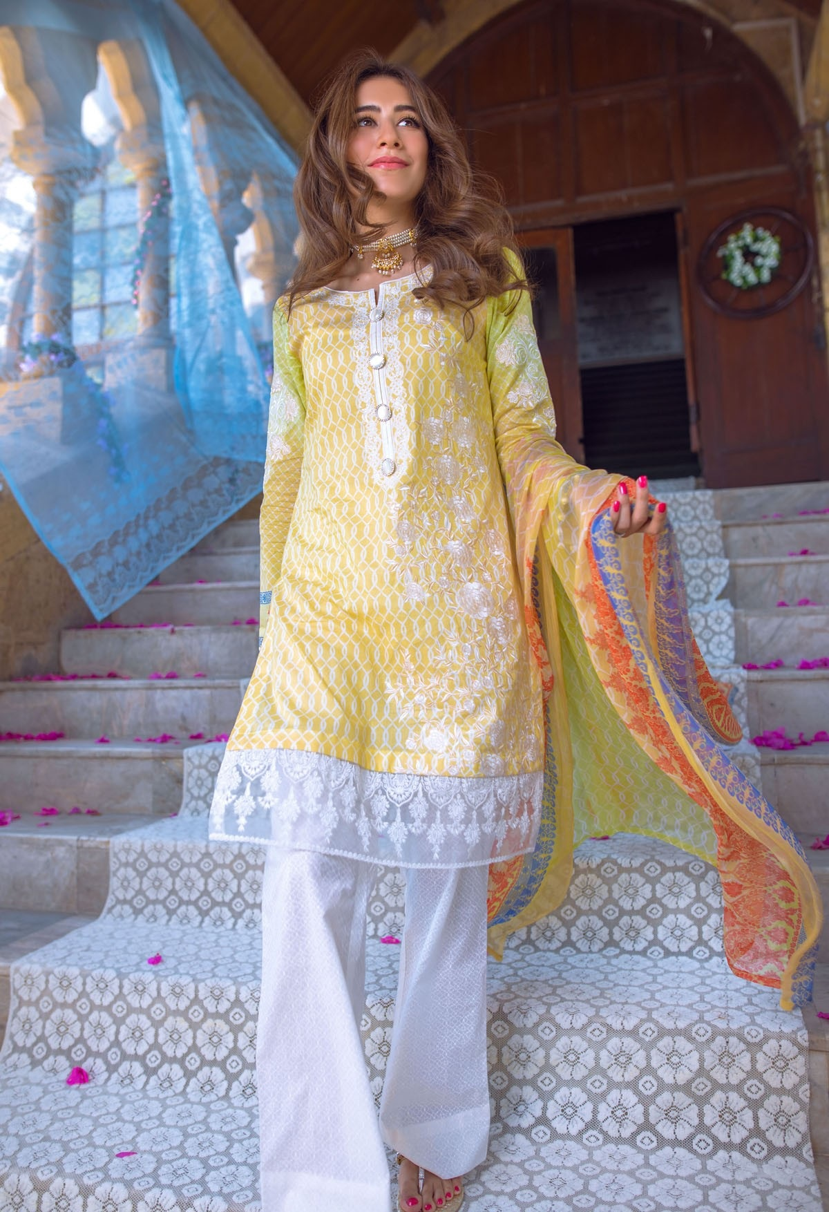 Syra Shehroz looking gorgeous in this beautiful Eid Outfit by Alkaram Festival Collection
