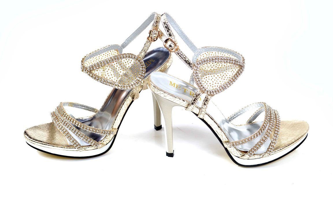 Bridal-shoes-by-metro (14)