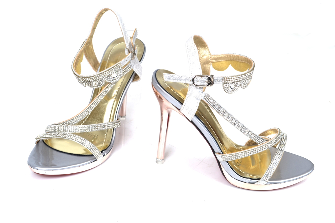 Bridal-shoes-by-metro (27)