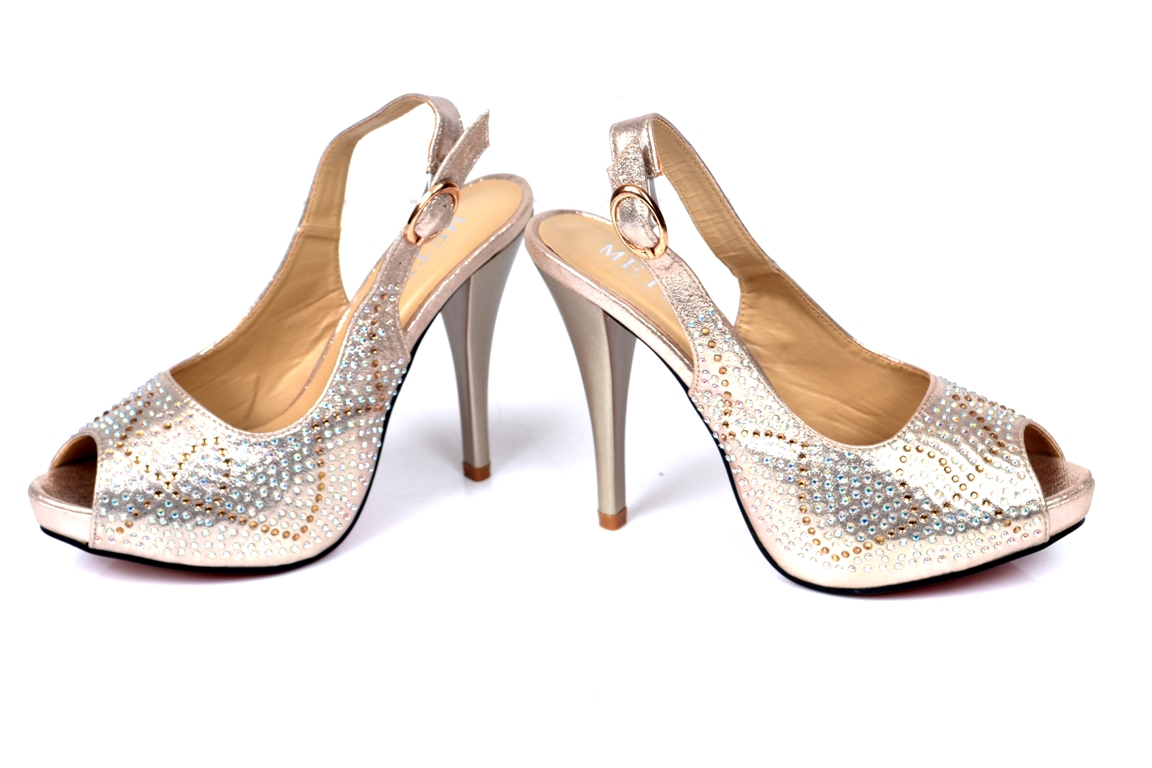 Bridal-shoes-by-metro (30)