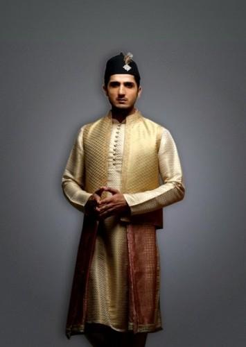 Deepak-Perwani-Mehndi-Dresses-for-Grooms (1)