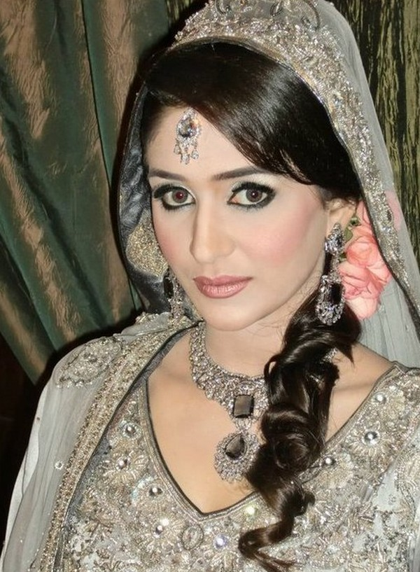 Engagement-Bridal-Hairstyles (4)