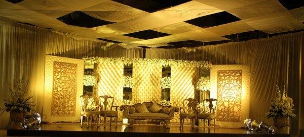 Stage-Decoration-ideas-for-Walima-Functions (1)
