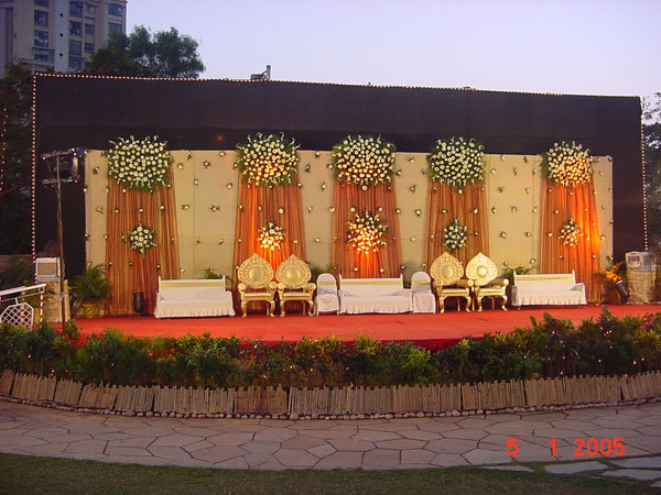 Stage-Decoration-ideas-for-Walima-Functions (4)