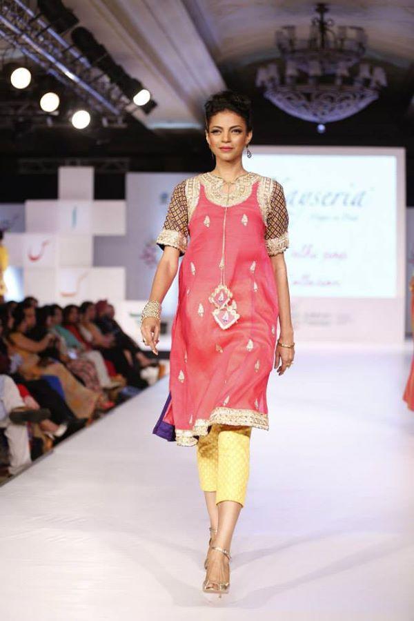 Kayseria-Delhi-Pop-Party-Wear-Collection-at-Taj-Palace-Hotel (13)