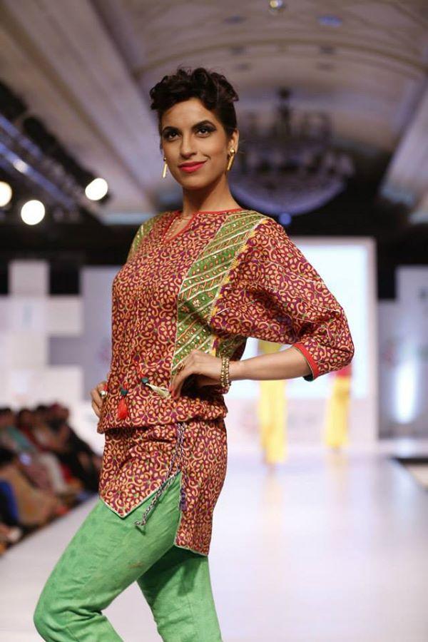 Kayseria-Delhi-Pop-Party-Wear-Collection-at-Taj-Palace-Hotel (16)