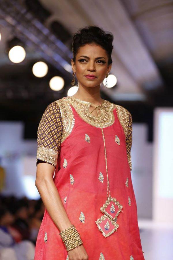 Kayseria-Delhi-Pop-Party-Wear-Collection-at-Taj-Palace-Hotel (18)