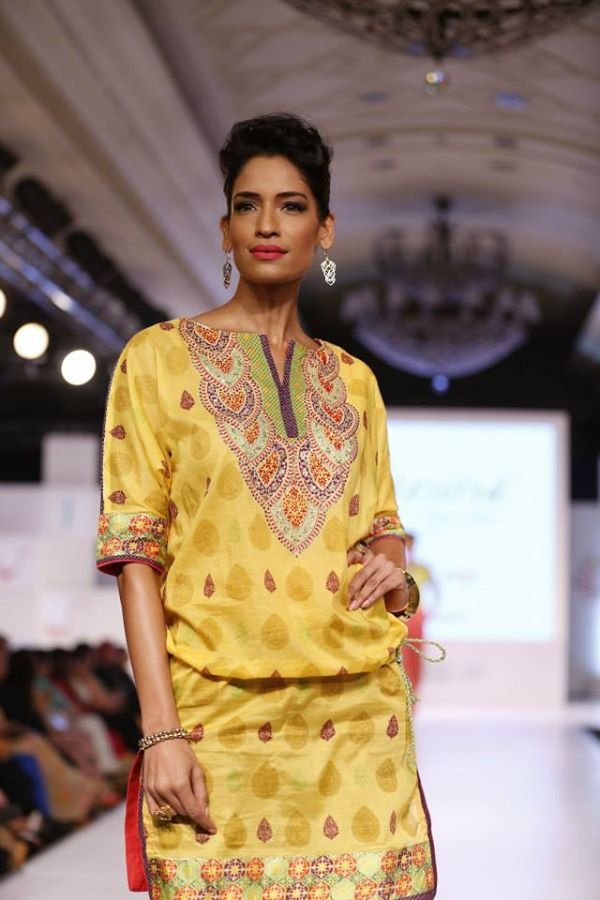 Kayseria-Delhi-Pop-Party-Wear-Collection-at-Taj-Palace-Hotel (21)