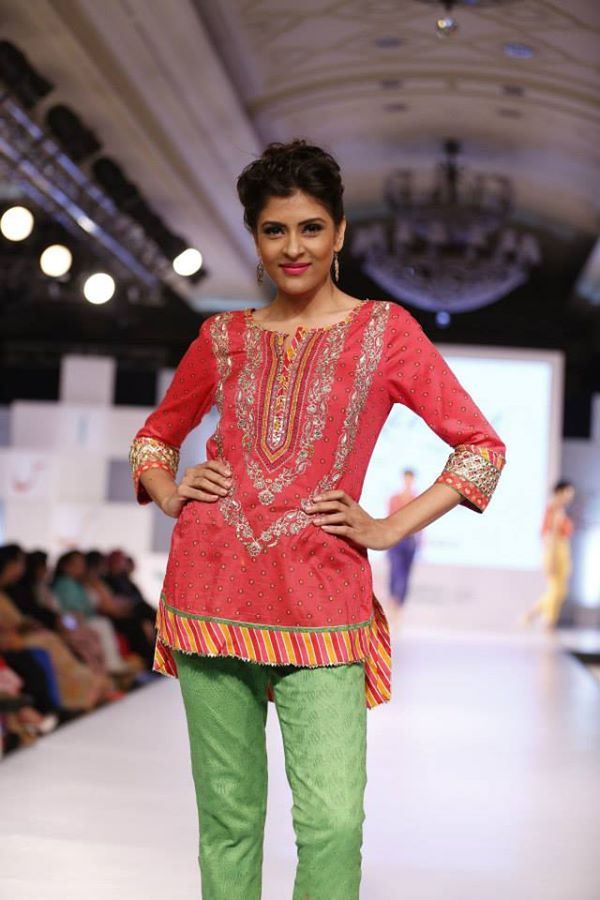 Kayseria-Delhi-Pop-Party-Wear-Collection-at-Taj-Palace-Hotel (22)