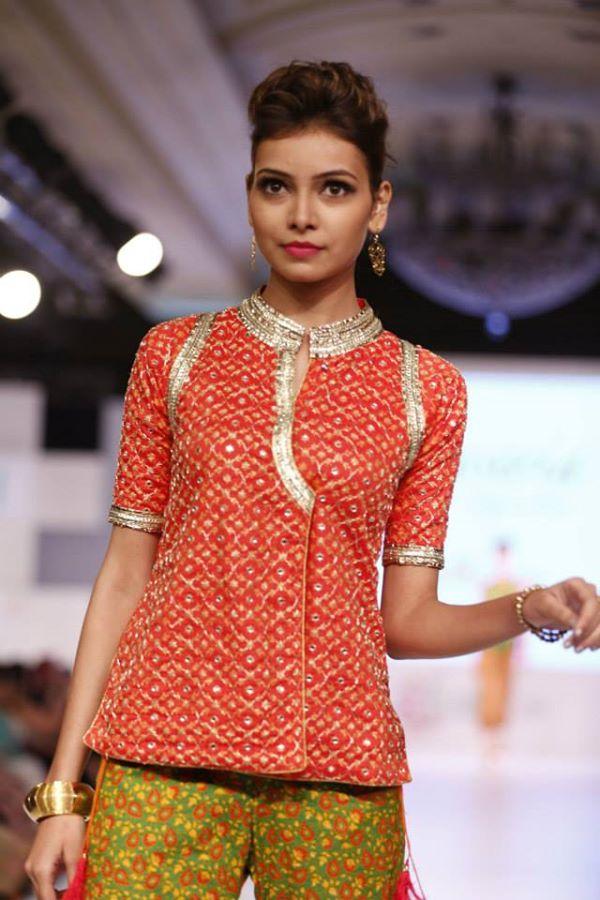 Kayseria-Delhi-Pop-Party-Wear-Collection-at-Taj-Palace-Hotel (9)